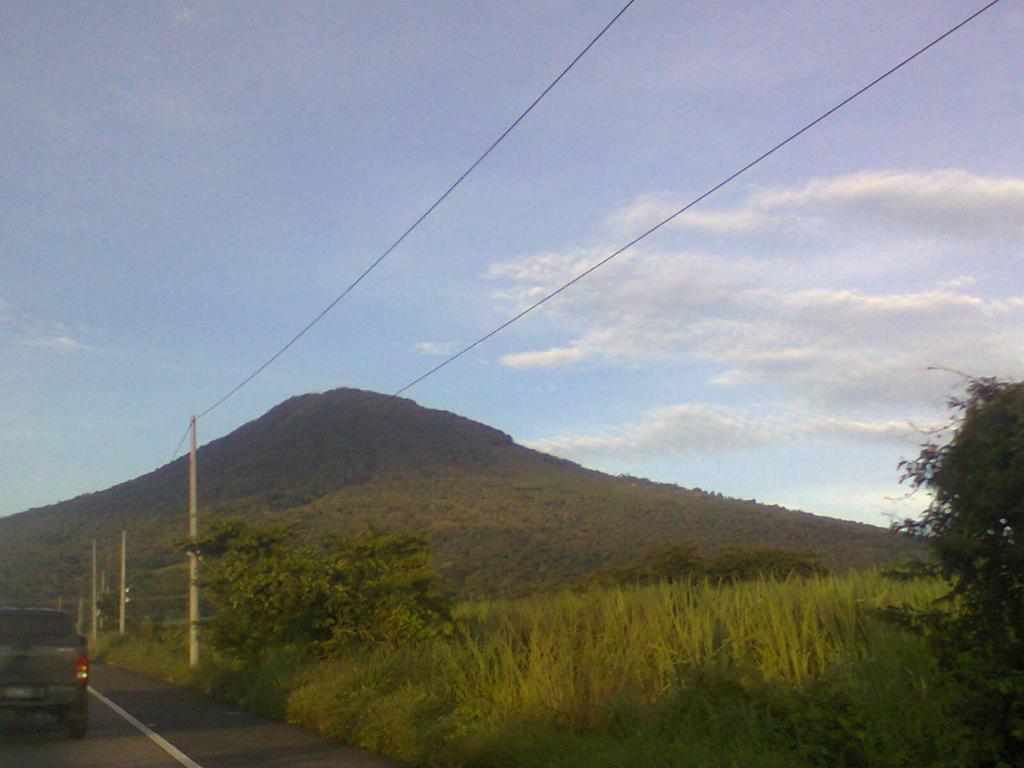 San Salvador volcan (el Boqueron) by lakyvaquero