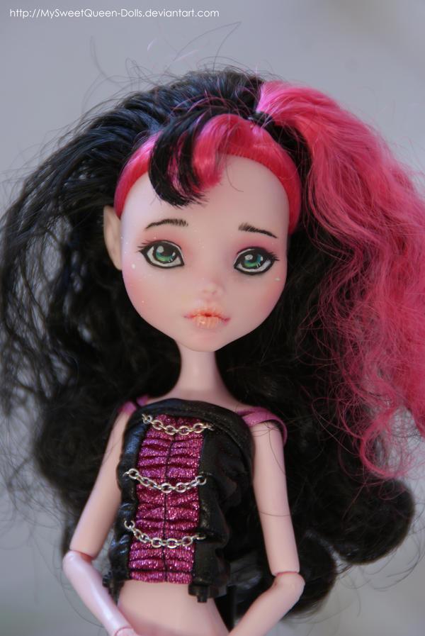 Repainted Draculaura by MySweetQueen-Dolls