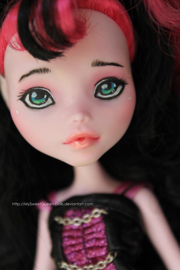 Sophie (Repainted Draculaura) by MySweetQueen-Dolls