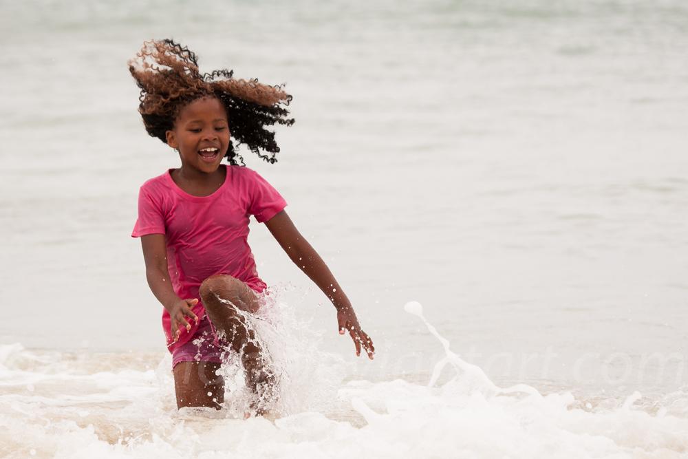 Wave dancer by Guizzmoh