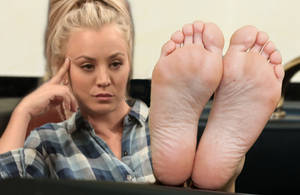 Kaley Cuoco bored with her feet