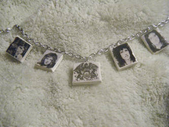 Queen Necklace by Mercury-the-Queen