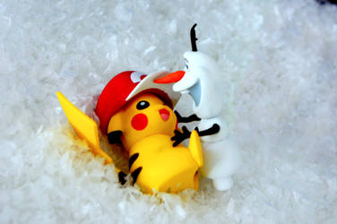 Pikachu meets Olaf by Ran91