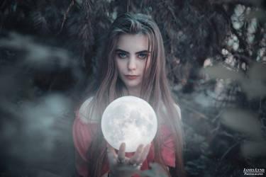 Luna by jameslynd