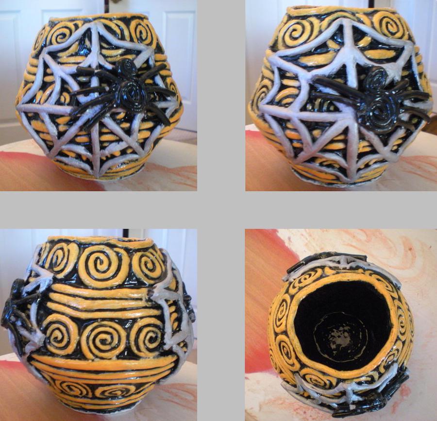 Spider coil vase by DaineBloohAiraSatake