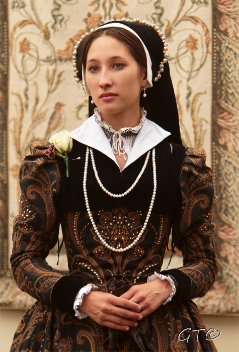 1560s Gown at Faire by Lady-Lovelace
