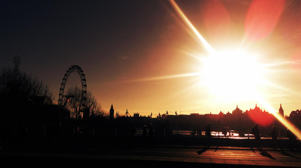 London Sunset by SannaNeea