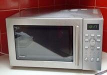 Mikrodalga fırın yiyecekleri nasıl pişirir?