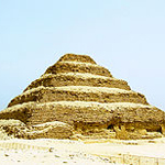 İlk piramidi kim yapmıştır?
