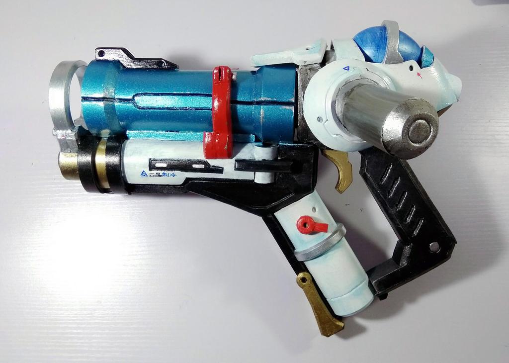 Mei's pistol by xenofett