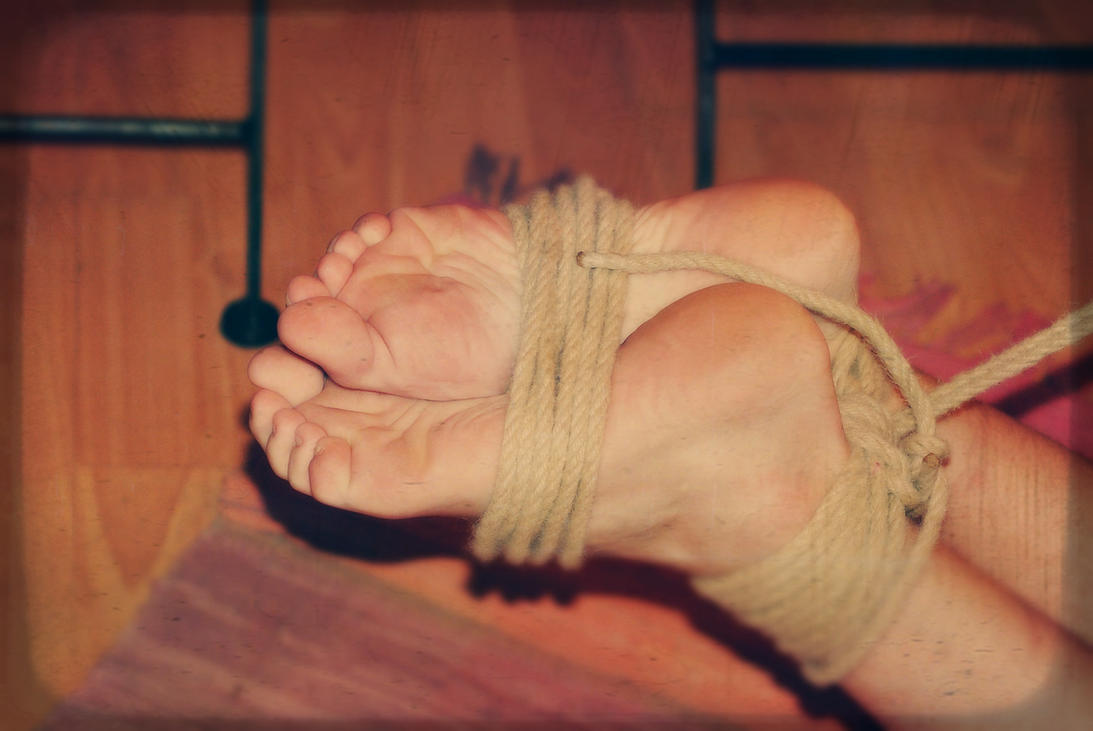 How to feet should be tied up by dikof