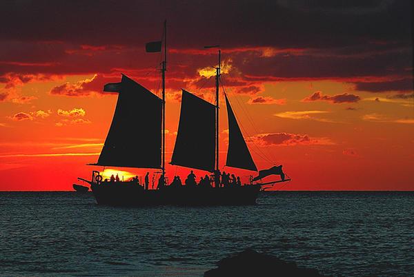 A las puertas de Grand Line Sunset_Sail_by_kennyg57