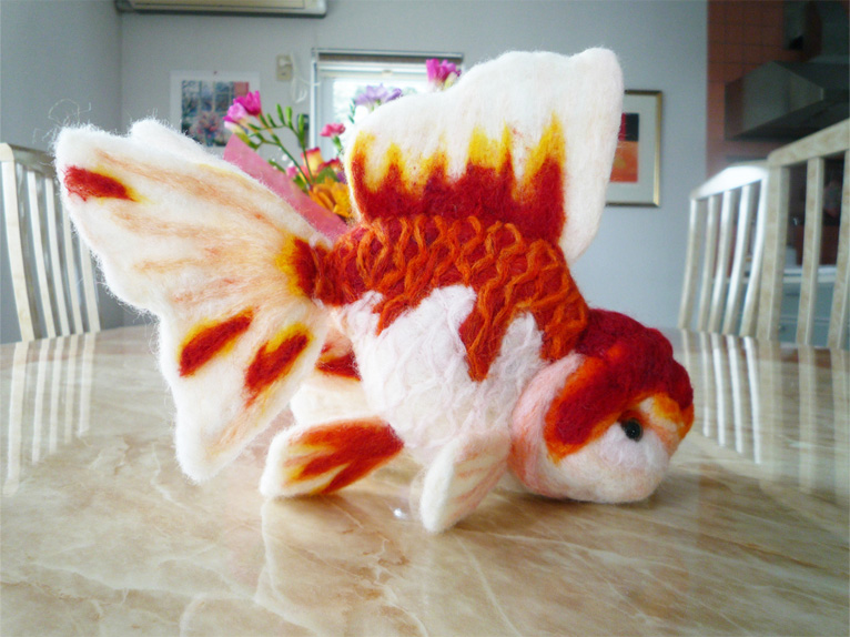 Felt goldfish by demetyoubi