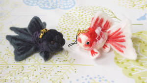 Cell Phone Strap of Felted Goldfish2