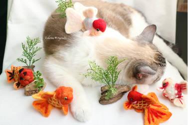 animals needle fielting goldfish art goldfish cat