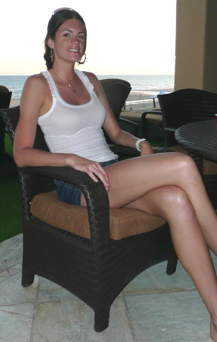 Beautiful legs in HD by zaratustraelsabio on DeviantArt: zaratustraelsabio.deviantart.com/art/Beautiful-legs-in-HD-542378909
