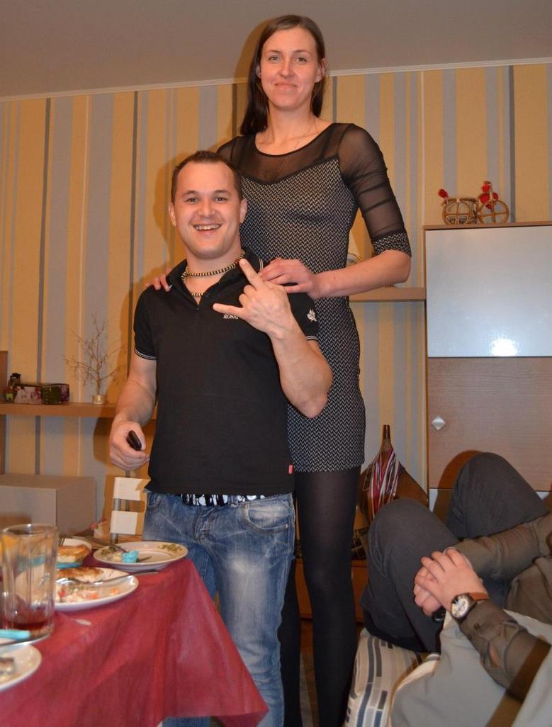 great height difference by zaratustraelsabio on deviantart