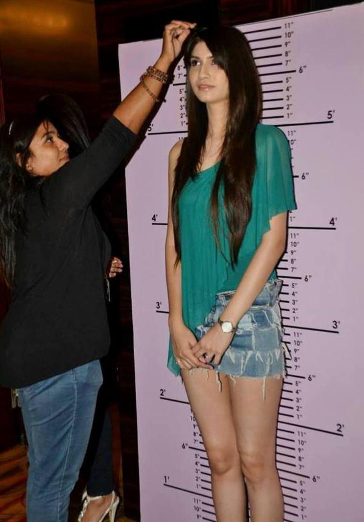 Dating 6 ft girl