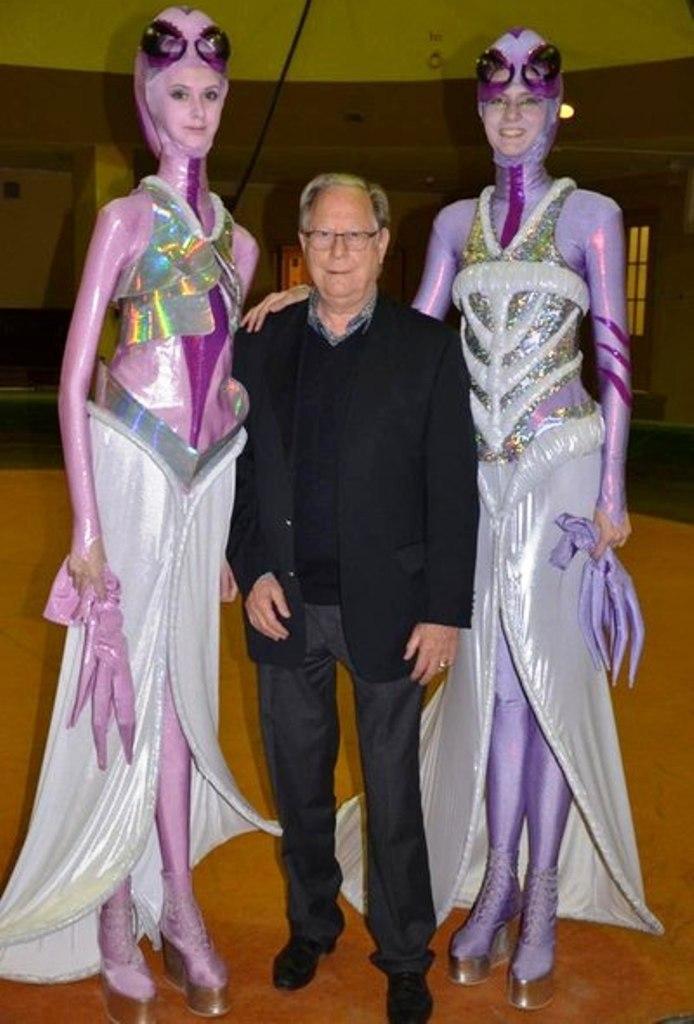 Titchenko sisters as aliens