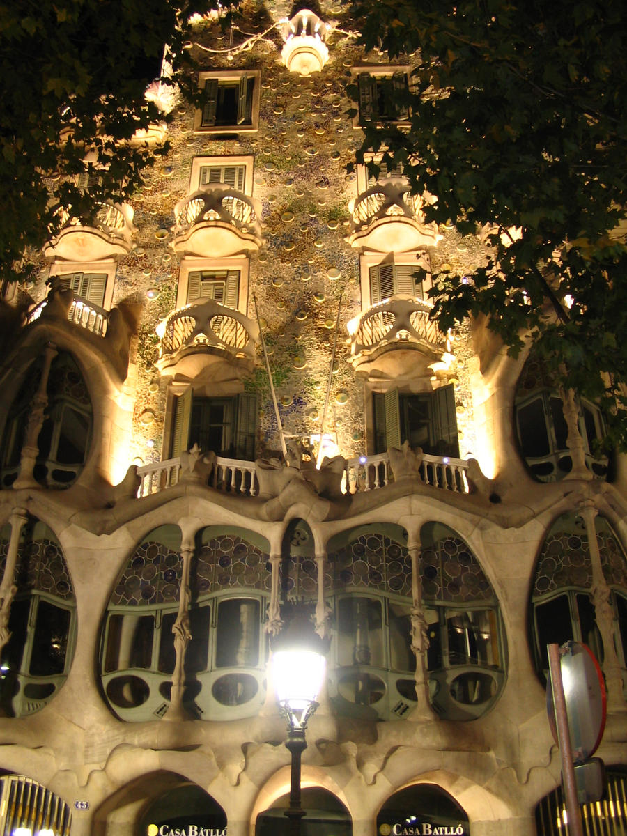 Barcelona gaudi architecture by turgaysigic on deviantart for Architecture gaudi