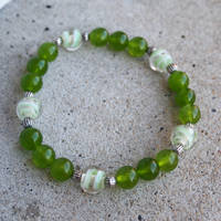 Green Quartzite and Glass Elastic Bracelet by ariaoftherain