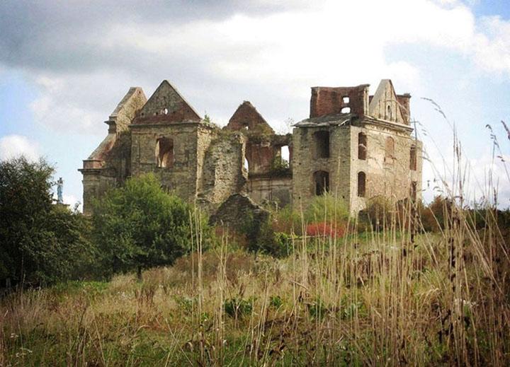 Monastic ruins by Wellamo
