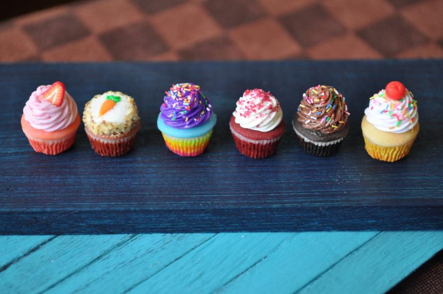 1:6 Scale Cupcakes II by rottingteeth