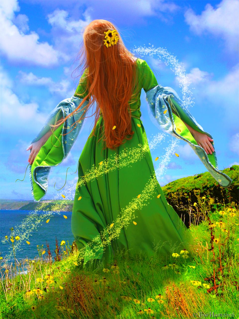 Рыжая девушка в зеленом платье 20 фотография