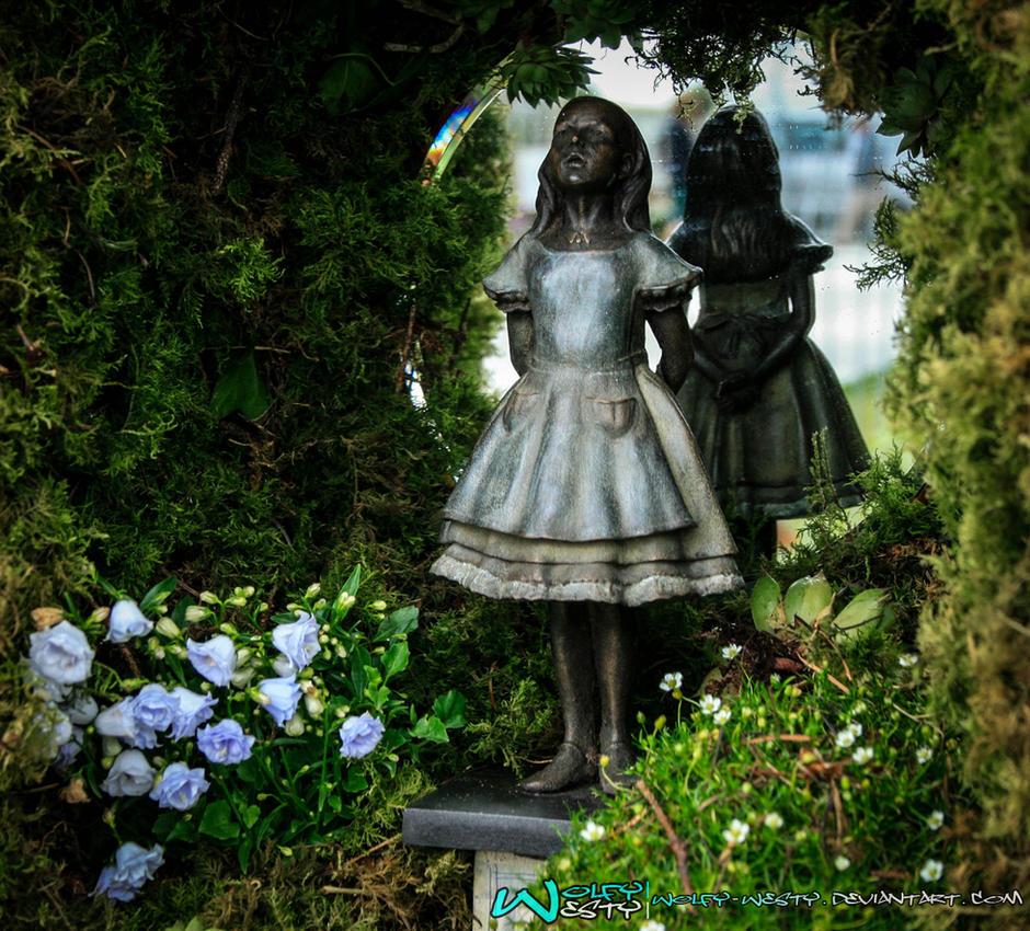 Alice In Wonderland by Wolfy-Westy
