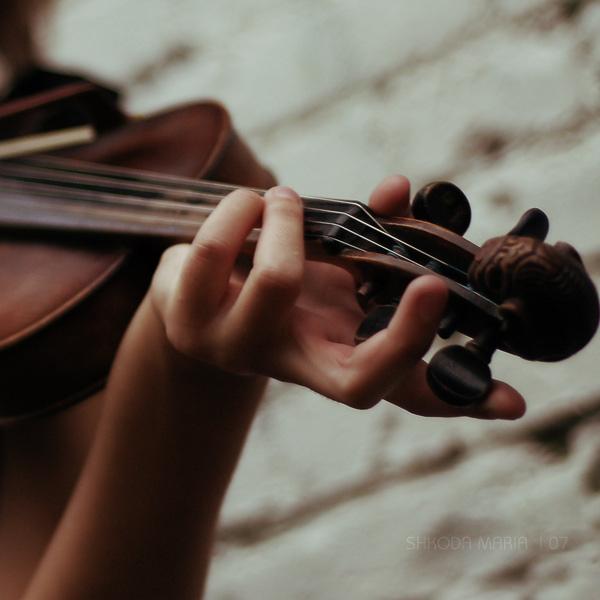 لـــــــم أعـــــد أحتمـــل..... ؟؟!! violin_1_by_MotyPest