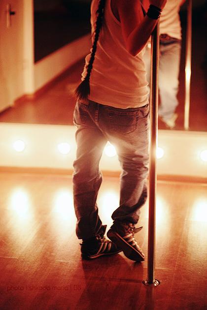 http://fc06.deviantart.com/fs30/f/2008/108/c/3/dancing_school_by_MotyPest.jpg