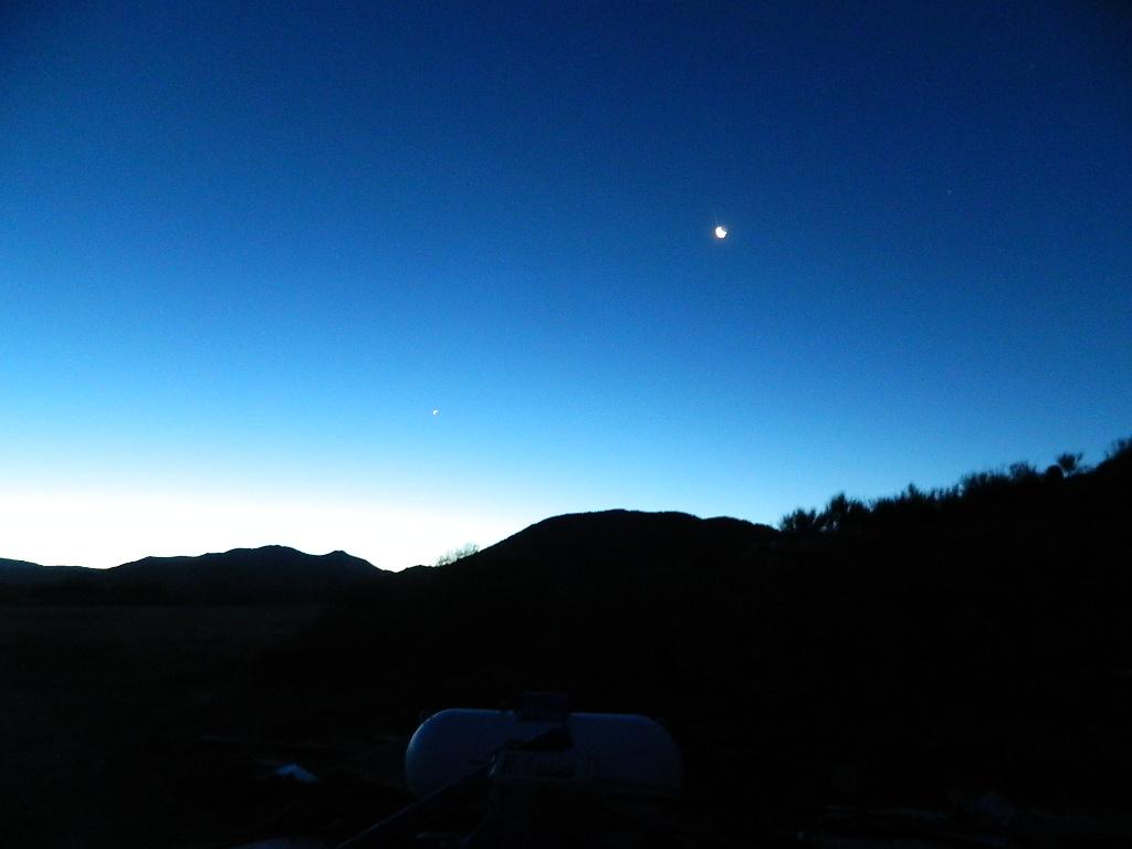 Night sky by DawnOfTheHawk