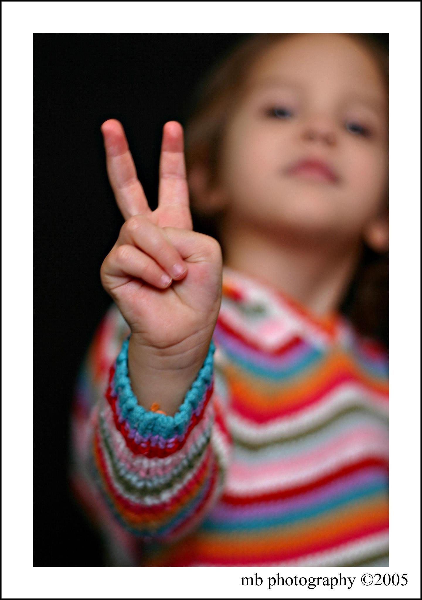 """Obrázek """"http://ic3.deviantart.com/fs4/i/2005/137/7/d/peace_by_mindi1111.jpg"""" nelze zobrazit, protože obsahuje chyby."""