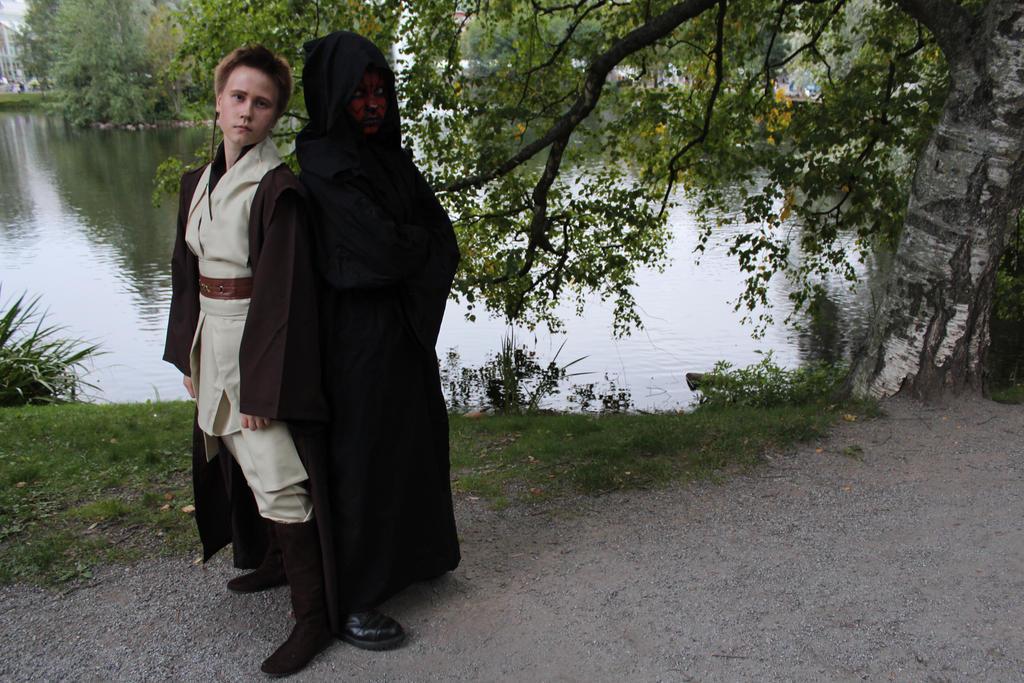 Young Obi-Wan Kenobi and Darth Maul cosplay by Julia-Kardia