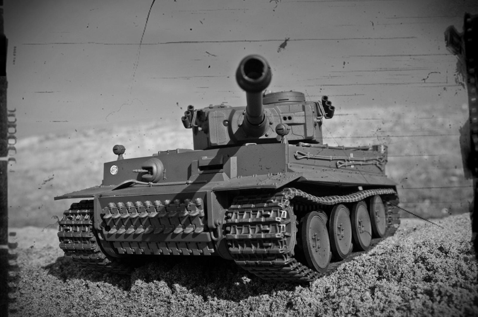 昔っぽい感じがおしゃれな戦車の壁紙