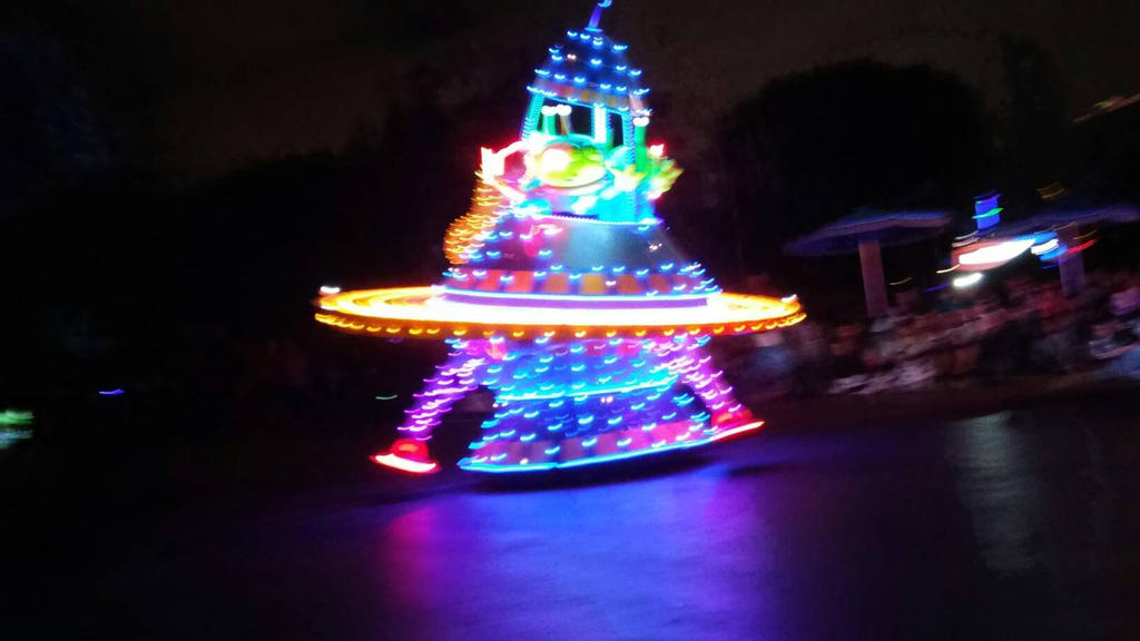 paint the night at Disneyland by Bella-Who-1