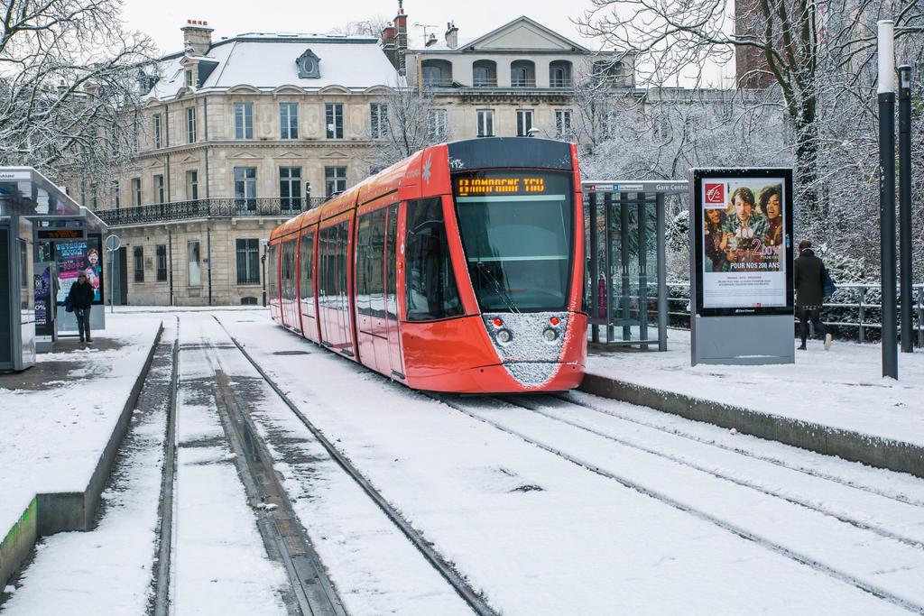 6 Fevrier - Tram sous la neige by InterludePhoto