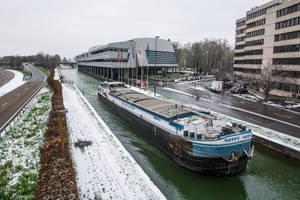 8 Fevrier - Que navigue la peniche by InterludePhoto