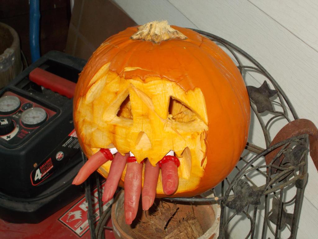 Pumpkin eater by Omvoy
