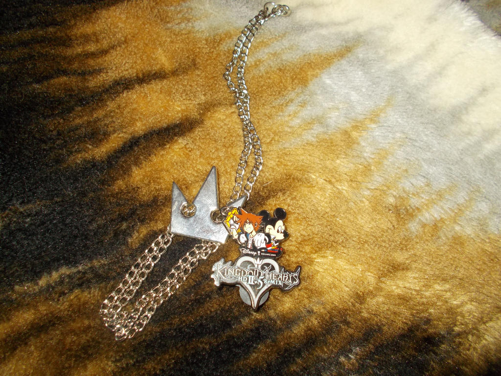 Sora Crown necklace and 2.5 pin by Omvoy