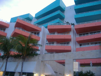Miami Building by MoonlightXxXShadow