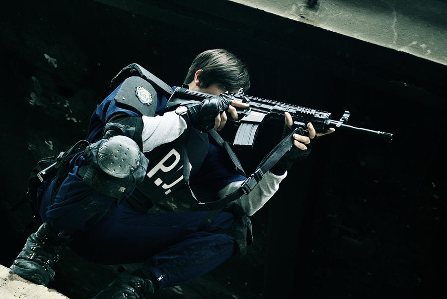 Leon S Kennedy Cosplay - RE2
