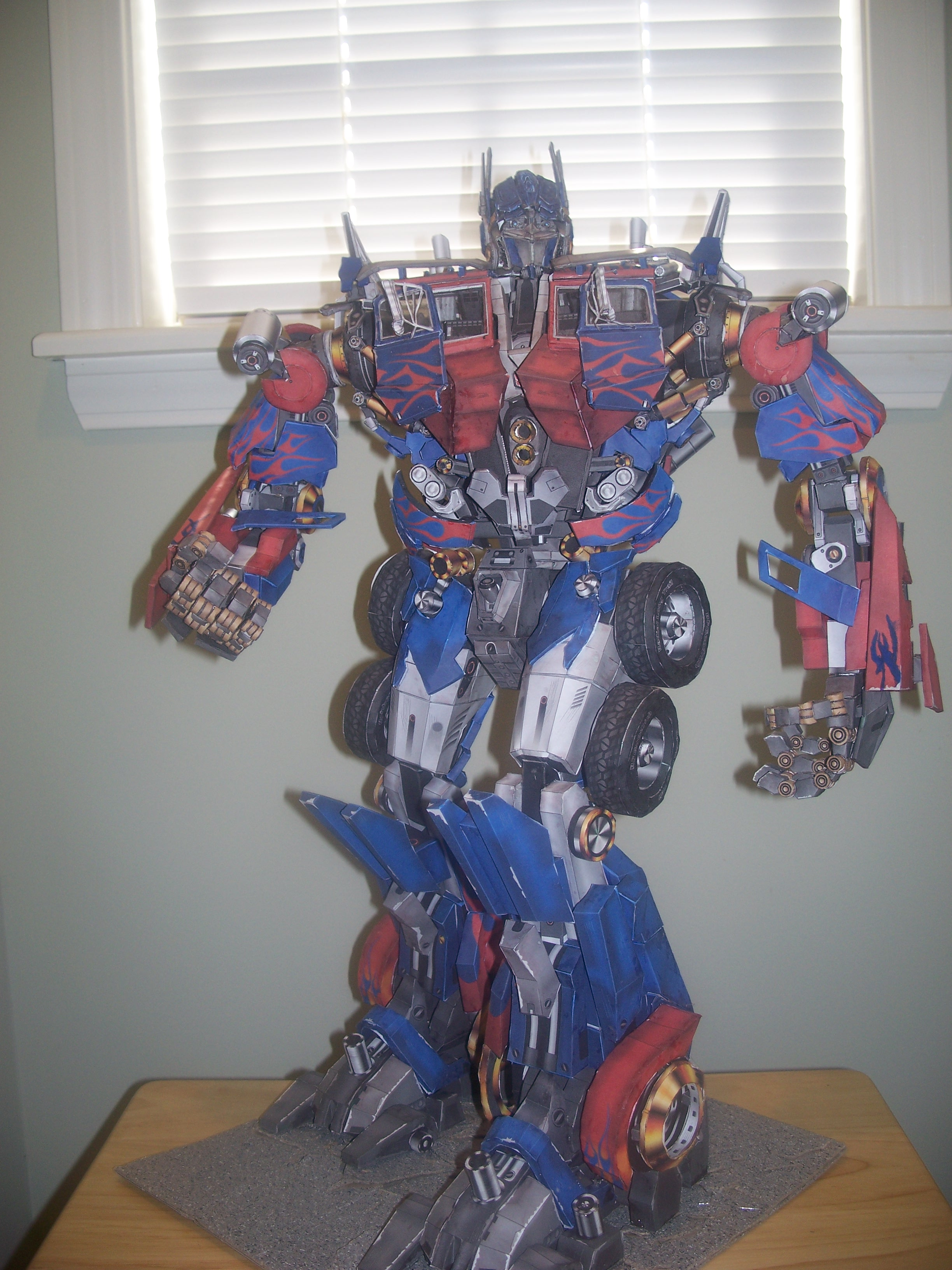 Papercraft Optimus Prime by Arc-Caster135