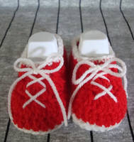 Red Runners Newborn shoes by Crochet-by-Clarissa