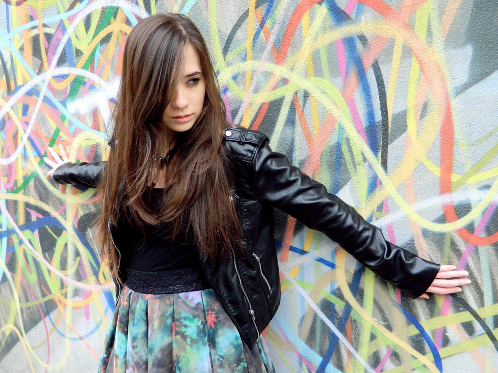 Graffiti Girl by Zombiesmile