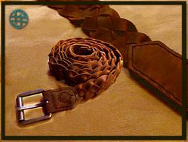 Four-threaded leather belt