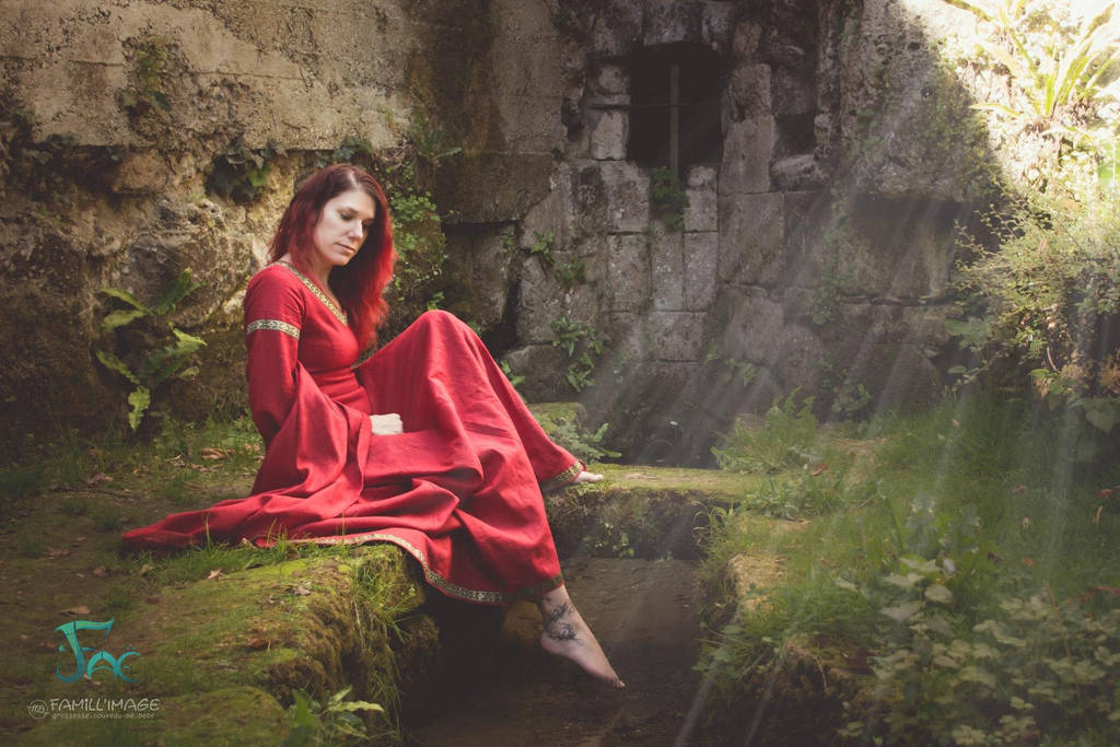 Red medieval linen dress by Herilome