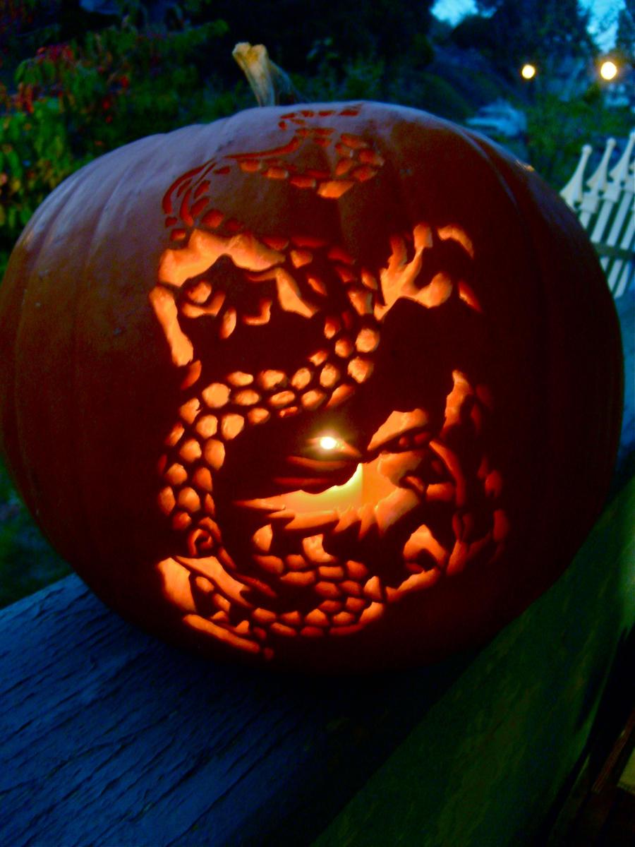 Dragon Pumpkin Lit by shinobitokobot
