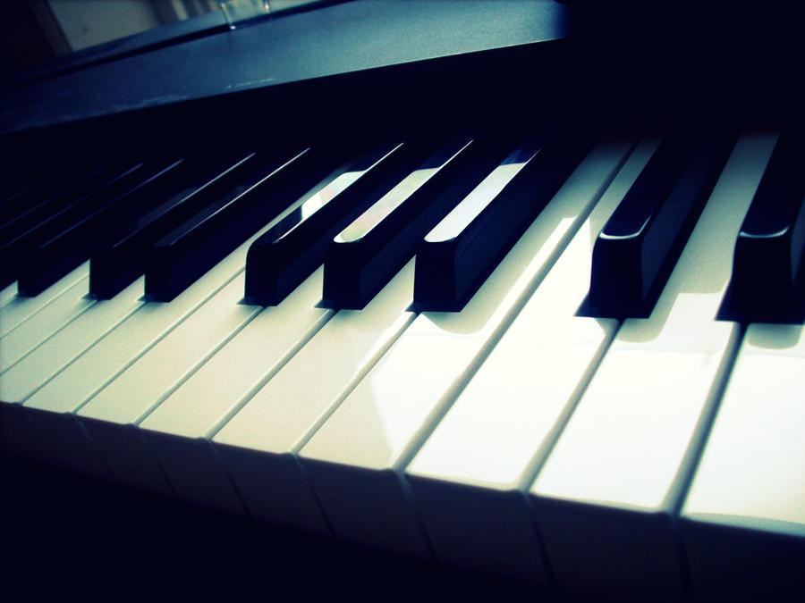 Music in the dark. by La-Suzanna