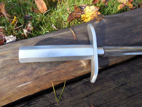 Picture of the hilt of Hooks Short sword